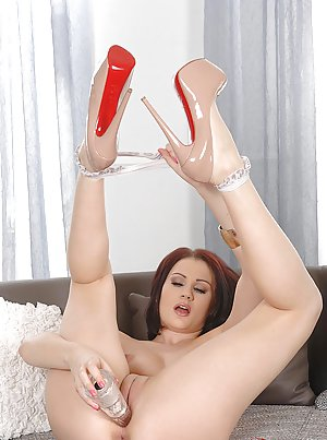 Shaved Pussy MILF Photos